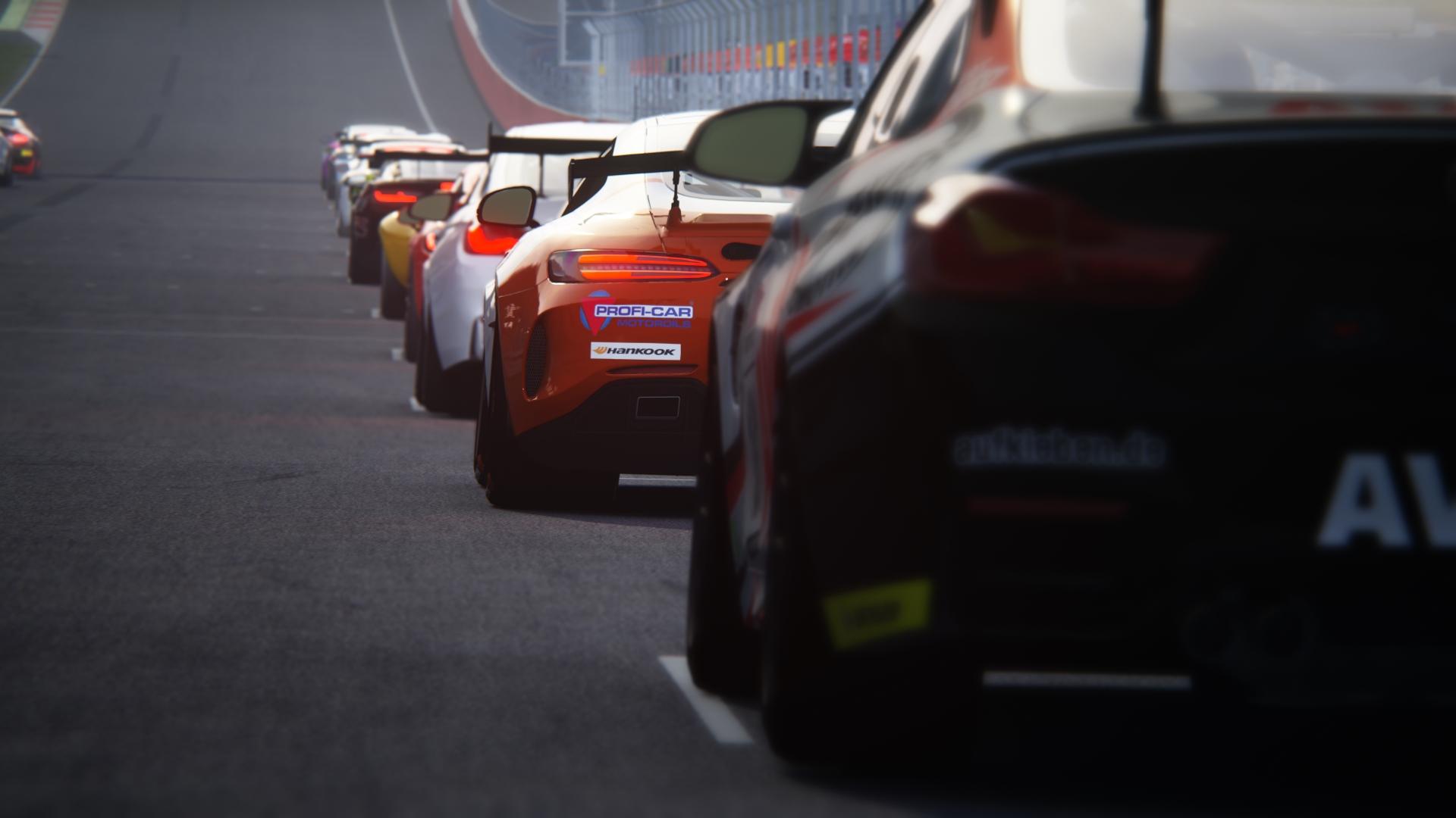 GT4 Fahrzeuge stehen auf der Startgeraden des Red Bull Ring